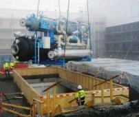 Innheising av den ene varmepumpen på ca. 30 tonn.